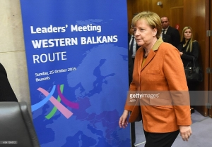 Germany's Chancellor Angela Merkel arrives at an European leader's meeting on refugee flows along the Western Balkans route at the European Commission in Brussels on October 25, 2015. European Union and Balkan leaders faced a make-or-break summit today on the deepening refugee crisis after three frontline states threatened to close their borders if their EU peers stopped accepting migrants. AFP PHOTO / EMMANUEL DUNAND